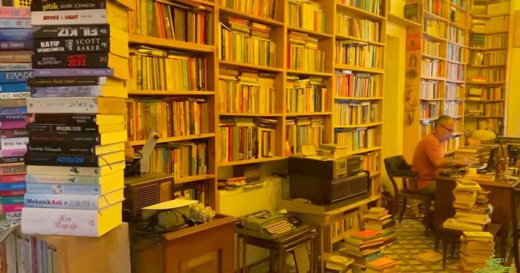 Kitaplardan Güç Bulmak: Betik Sahaf