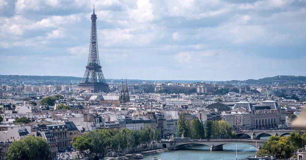 İnsanlık ve sanat tarihine Paris aktarmalı haftalık Emre Ülker seferleri